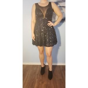 Dresses - Black sequin party dress
